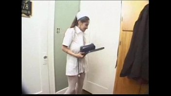 18-летняя офелия ласкает свою дырочку