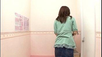 Русский пикапер познакомился с юный брюнеткой и развел ее на секс