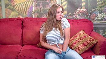 Блондинка застукала несколько за свиданием и предложила секс втроем