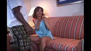 Приятная блондиночка с татуировкой сношается на диванчика не снимая чулочки