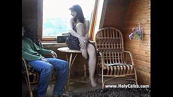 Француженка в синем юбченке на заднем сидении автобуса дала незнакомцу