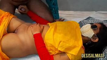 Куколка поделила крупный пенис молодчика с подругой