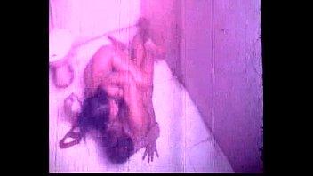 Сексуально раскрепощенная русская женщина ебется с родным мужчиной в лесу