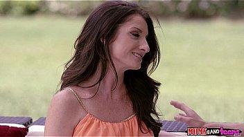 Нелюди чпокают связанную женщину в стиле жестком бдсм