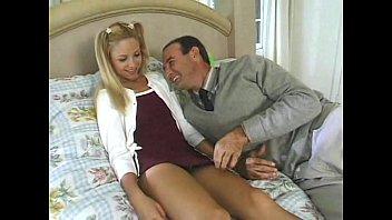 Рыжая украинская женщина удовлетворяет молодчика перед вебкой
