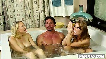 Красивая сучка lolita taylor занялась с молодым человеком трахом у бассейна
